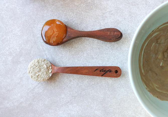 1 tsp. honey + 1 tsp bentonite clay